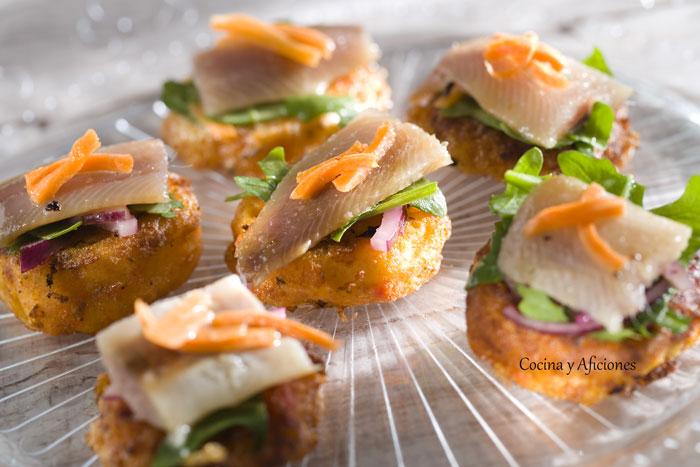 aperitivo-de-torrija-de-tomate-con-sardinas-ahumadas