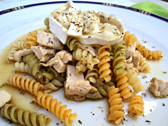 ensalada-de-pasta-pollo-y-queso-de-cabra